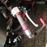 バイクのグリップ交換のやり方/中華製の安っぽいグリップの取付例